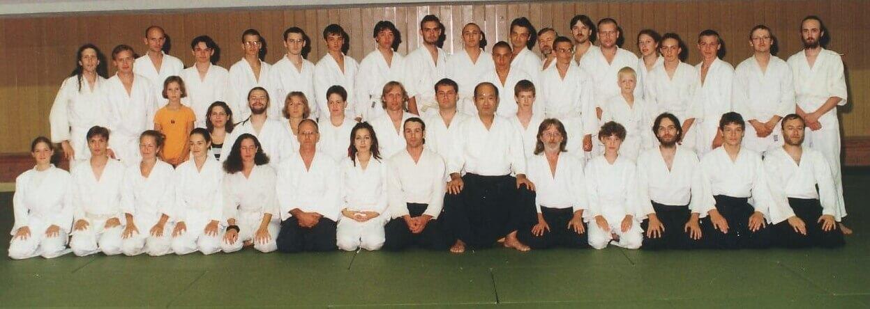 AKP v r.2001 na letní škole aikidó senseie Masatomi Ikedy